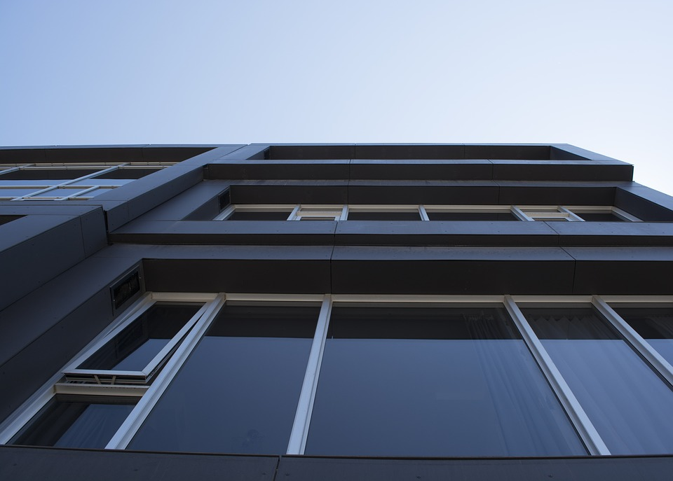 3 Reasons Why You Need Professional Window Cleaners for Multi-Level Homes